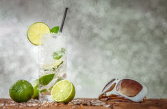 Iskall drink för citronsommarparti Arkivbilder