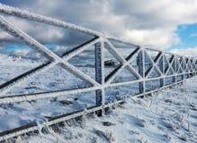 Iskallt staket i snöig Carpathians Royaltyfria Bilder