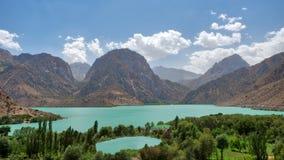 Iskanderkul w Fann górach, nabierający Tajikistan w Sierpień 2018 nabierającym hdr fotografia stock