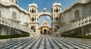 ISKCON Krishna Balaram Temple Vrindavan, Uttar Pradesh, Indien lizenzfreie stockbilder