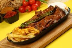 Iskender/alimento tradicional turco imagens de stock royalty free