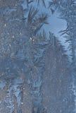 Iskristaller mot blå bakgrund Royaltyfri Bild