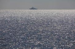 Iskrzasty morze w zmierzchu. Obrazy Stock