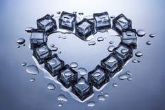 Iskuber i formen av en hjärta smältte lite Royaltyfri Bild