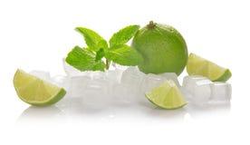 Iskuber, limefrukt, mintkaramell royaltyfria bilder