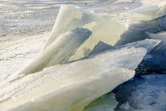 Iskvarter på floden royaltyfri bild