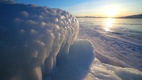 Iskvarter på kusten av Lake Baikal arkivfilmer