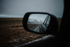 Islândia através do espelho traseiro Imagem de Stock Royalty Free