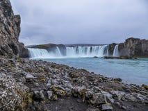 Islândia - aturdindo Godafoss fotos de stock royalty free