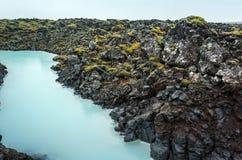 Islândia, canal perto da lagoa azul foto de stock royalty free