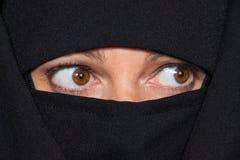 Islão do retrato do exemplo. Mulher vendada muçulmanos Imagens de Stock Royalty Free