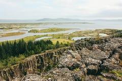 Isländische ländliche Landschaft mit Flüssen, Thingvellir-Park Lizenzfreie Stockfotos
