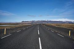 Isländische Landschaft mit Landfahrbahn Stockfoto