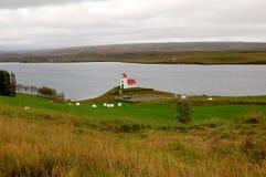 Isländische Landschaft mit traditioneller Kirche Lizenzfreies Stockbild