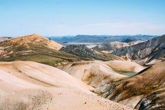 Isländische Landschaft Schöne Berge und vulkanischer Bereich Stockfotografie
