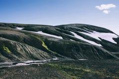 Isländische Landschaft Schöne Berge und vulkanischer Bereich Lizenzfreies Stockbild