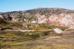 Isländische Landschaft Schöne Berge und vulkanischer Bereich Stockbild