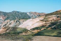 Isländische Landschaft Schöne Berge und vulkanischer Bereich Lizenzfreie Stockfotos