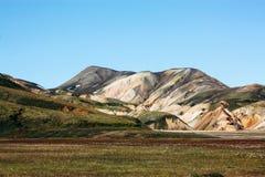 Isländische Landschaft Schöne Berge und vulkanischer Bereich mit Lizenzfreie Stockbilder