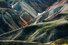 Isländische Landschaft Schöne Berge und vulkanischer Bereich mit Lizenzfreie Stockfotografie