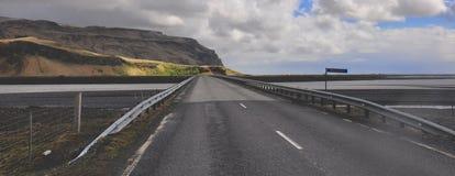 Isländische Landstraße Stockfotografie