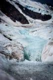 Isländischer Gletscher mit blauem Bruch Stockbild