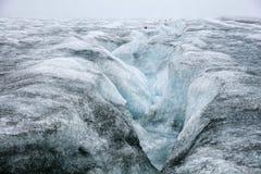 Isländischer Gletscher mit blauem Bruch Lizenzfreie Stockfotografie