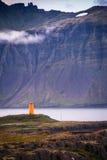Isländischer orange Leuchtturm Stockbild