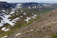 Isländsk landschap i sommartid Arkivfoton