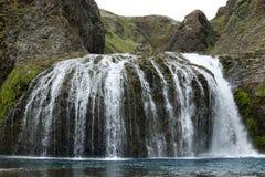 Isländsk vattenfall Arkivbild