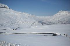 Isländsk vinterväg royaltyfria foton