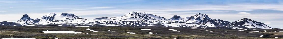Isländsk vulkanisk bergskedjapanorama Royaltyfria Foton