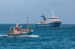 Isländska fiskebåtar Arkivfoto