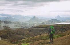 Isländskt landskap - sikt på fantastiska berg Fotografering för Bildbyråer