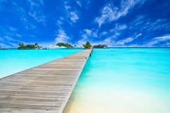 Isla asombrosa y playa prístina en Maldivas Fotografía de archivo