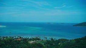 Isla azul Asia de Tailandia de la naturaleza del cielo de la opinión de las palmas almacen de metraje de vídeo
