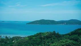 Isla azul Asia tropical de Tailandia de la naturaleza del cielo de la opinión de las palmas metrajes