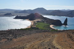 Isla Bartolome和石峰岩石 免版税库存照片
