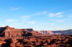 Isla blanca de Canyonlands NP del camino del borde en el cielo Utah fotos de archivo libres de regalías