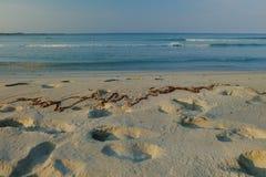Isla blanca de la arena en la playa Fotografía de archivo libre de regalías