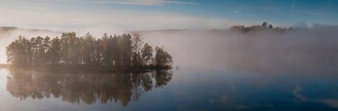 Isla brumosa Imagen de archivo libre de regalías