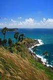 Isla con el cielo azul claro Phuket Foto de archivo