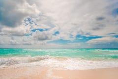Isla con la arena blanca hermosa Imágenes de archivo libres de regalías