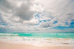 Isla con la arena blanca hermosa Foto de archivo libre de regalías