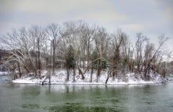 Isla congelada en el río Imágenes de archivo libres de regalías