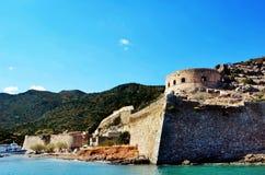 Isla Creta de Spinalonga en las ruinas antiguas y los edificios de Grecia Fotografía de archivo