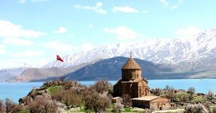 Isla de Akdamar y la iglesia armenia imagen de archivo