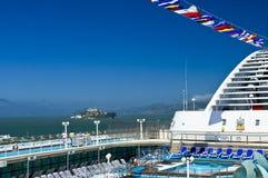Isla de Alcatraz, barco de cruceros Fotografía de archivo