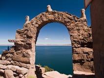 Isla de Amantani en el lago Titicaca fotos de archivo