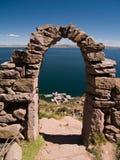 Isla de Amantani en el lago Titicaca Foto de archivo